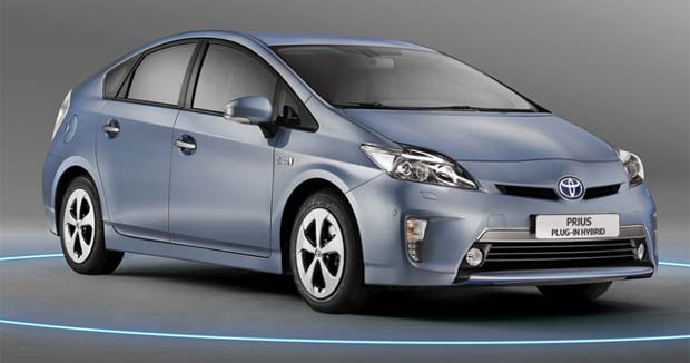 Toyota Starts Taking Orders for Prius Plug-in Hybrid in Japan