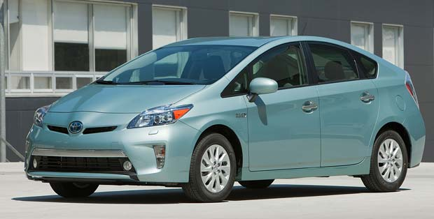 Toyota Prius Plug-in Hybrid Priced at $32,000