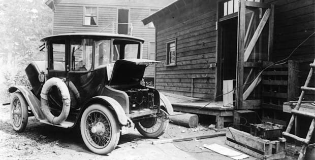 history of electric cars Free essay: the history and advantages of electric cars early electric vehicles may have appeared as early as 1830 scottish inventor robert davidson.
