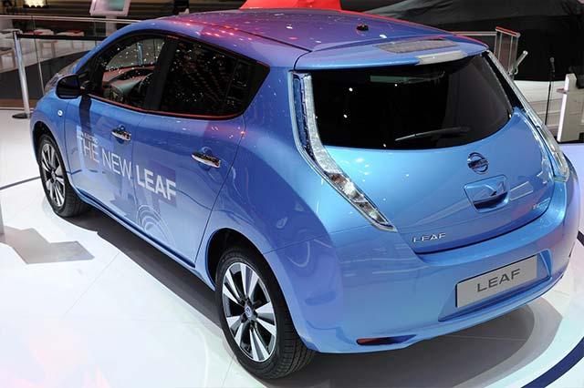 the new nissan leaf arrives in geneva electric cars report. Black Bedroom Furniture Sets. Home Design Ideas
