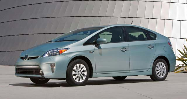 2014 Toyota Prius Plug-in Hybrid Priced Under $30,000
