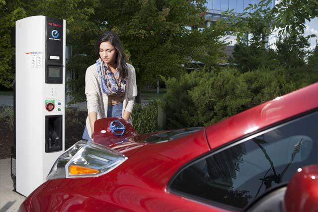 2015 Nissan Leaf 5 82x55 2015 Nissan Leaf