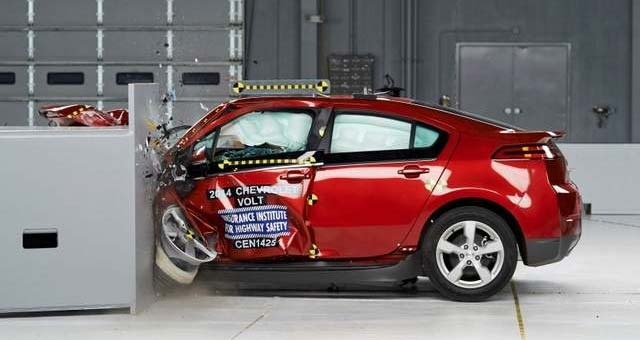 2014 Chevrolet Volt Earns IIHS Top Safety Pick + Award