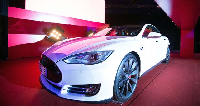 Tesla Starts Delivering RHD Model S in Hong Kong