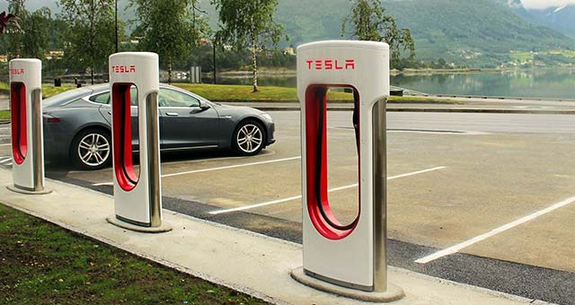 Tesla, Unicom Partner for EV Charging