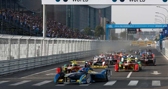 Lucas di Grassi Wins First Formula E Race in Beijing [complete race and huge crash video]