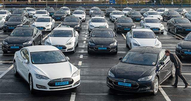 Amsterdam Airport Schiphol Launches Fleet of Tesla Model S Taxis