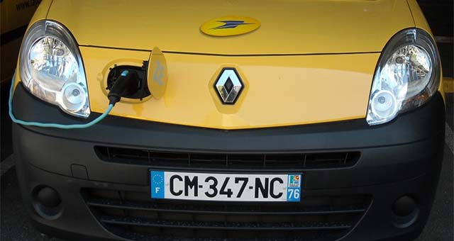 La Poste Group And Renault Pursue Their Cooperation On Eco-Mobility