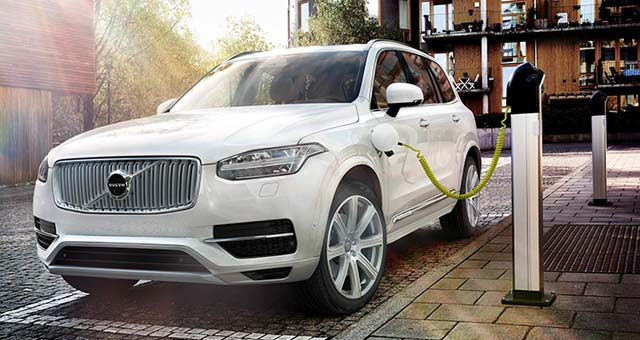 Volvo Introduces Twin Engine Technology in the XC90 Plug-in Hybrid SUV