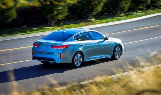 2017-Kia-Optima-PHEV_3