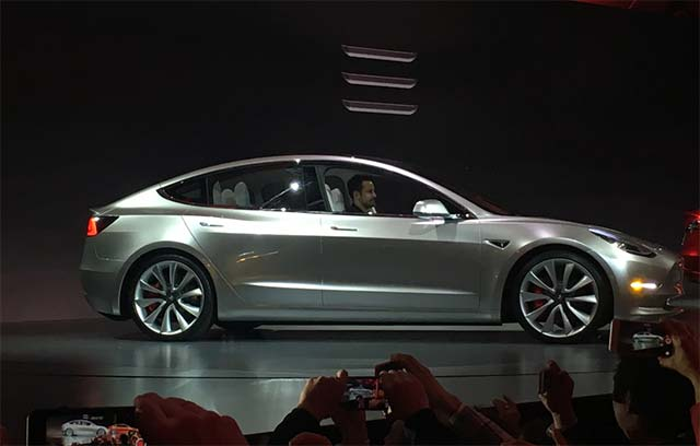 Tesla Model 3: 276,000 orders in 3 days and counting