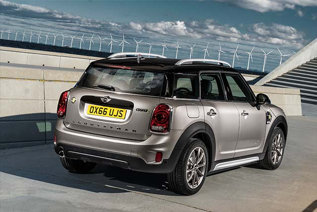 the new mini countryman plug in hybrid. Black Bedroom Furniture Sets. Home Design Ideas