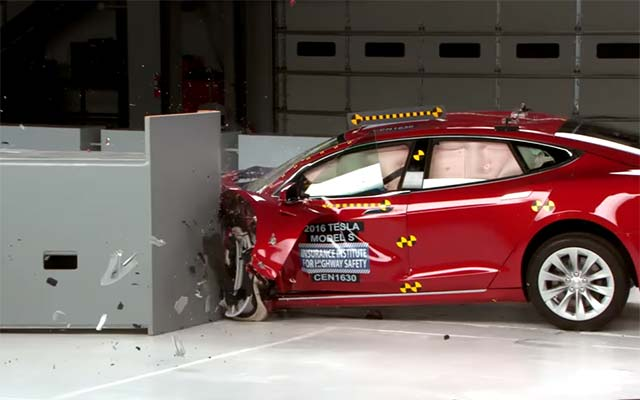 Tesla Model S Bmw I3 Fall Short In Iihs Electric Car Crash Tests