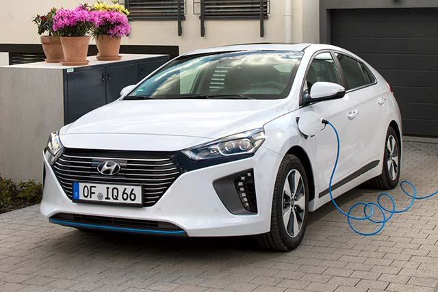 hyundai ioniq plug in hybrid now available for order in europe e hike. Black Bedroom Furniture Sets. Home Design Ideas