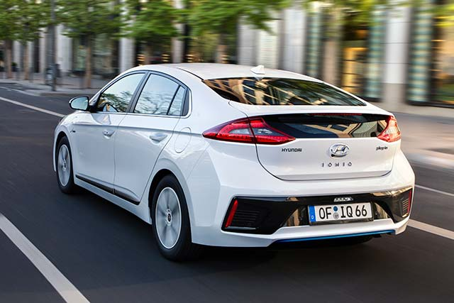 hyundai ioniq plug in hybrid now available for order in europe. Black Bedroom Furniture Sets. Home Design Ideas