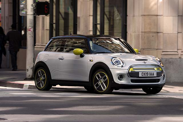 Fully Charged reviews the electric Mini Cooper SE