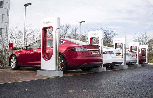 A guide to plug-in car grants and the Homecharge Scheme